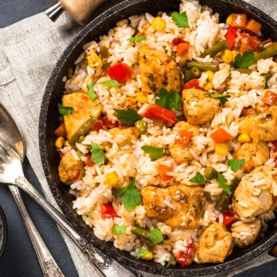 Arroz integral con pollo y vegetales